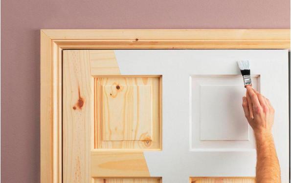 Защита дверей от повреждений и способы реставрации